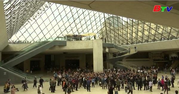 Tưởng nhớ kiến trúc sư bảo tàng Louvre I.M. PEL