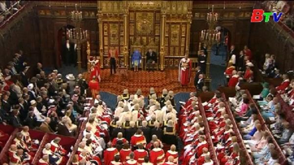 Nữ hoàng Anh công bố dự thảo kế hoạch của Chính phủ tại Quốc hội