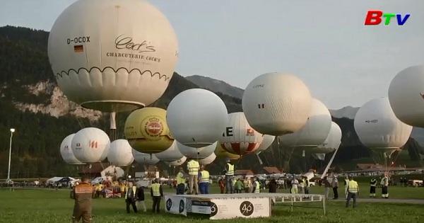 Hai phi công người Pháp đã chiến thắng trong cuộc đua khinh khí cầu quốc tế Gordon  Bennett