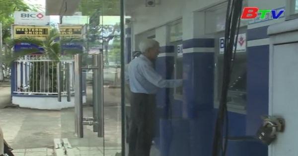 Các ngân hàng thương mại tăng cường lượng tiền mặt phục vụ người dân dịp cuối năm