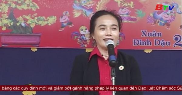 Hội Chữ thập đỏ tỉnh Bình Dương tặng quà tết đồng bào dân tộc nghèo Bình Phước