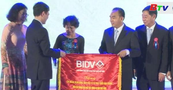 Ngân hàng đầu tư và phát triển chi nhánh Bình Dương đón nhận Huân chương Lao động Hạng Nhất