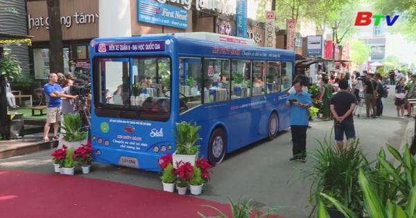 Lần đầu tiên đưa mô hình xe buýt sách vào đường sách