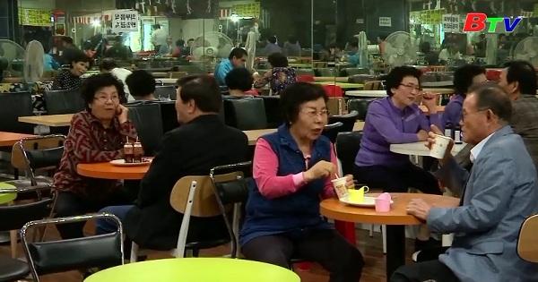Câu lạc bộ khiêu vũ dành cho người lớn tuổi hút khách ở Hàn Quốc