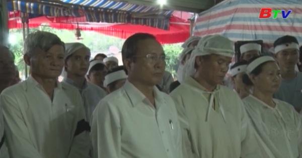 Lãnh đạo tỉnh Bình Dương và huyện Bàu Bàng dự lễ truy điệu và an táng Mẹ VNAH Lê Thị Thê
