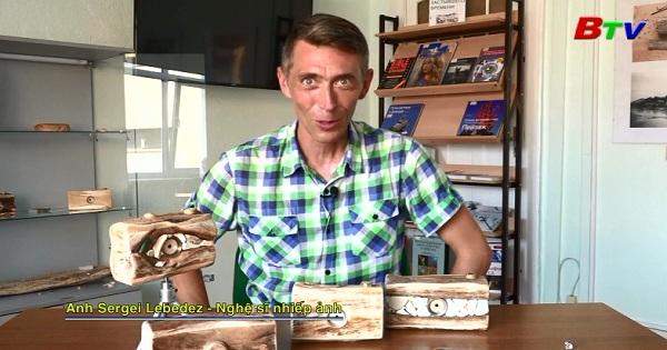 Độc đáo máy ảnh bằng gỗ ở Nga