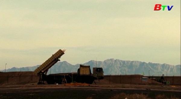 Iran ra mắt vũ khí tự sản xuất