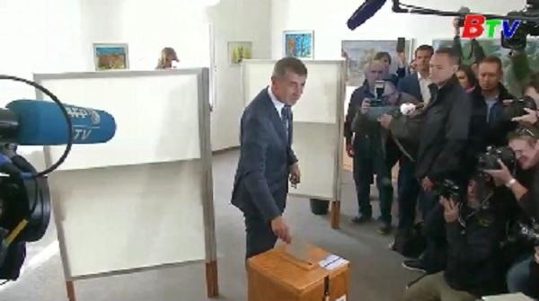 Cử tri Czech bắt đầu bầu cử Hạ viện