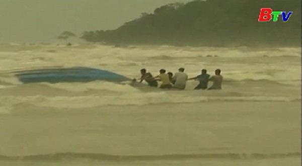 Lật thuyền ngoài khơi Malaysia 9 người chết