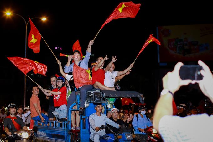 Người dân TP Hồ Chí Minh không ngủ mừng chiến thắng U23 Việt Nam