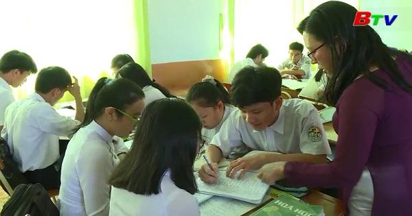 Ôn thi tốt nghiệp THPT môn Tiếng Anh