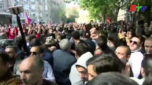 Khủng hoảng chính trị Armenia - Phó Thủ tướng nhậm chức quyền Thủ tướng
