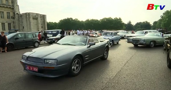 Tưng bừng cuộc diễu hành xe cổ ở Pháp