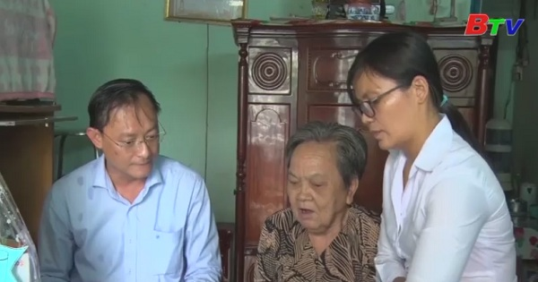 Lãnh đạo Tp.Thủ Dầu Một thăm gia đình chính sách nhân ngày thương binh liệt sĩ 27/7