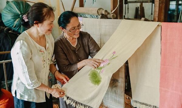Dệt lụa từ tơ sen, một sản phẩm độc đáo của người Việt