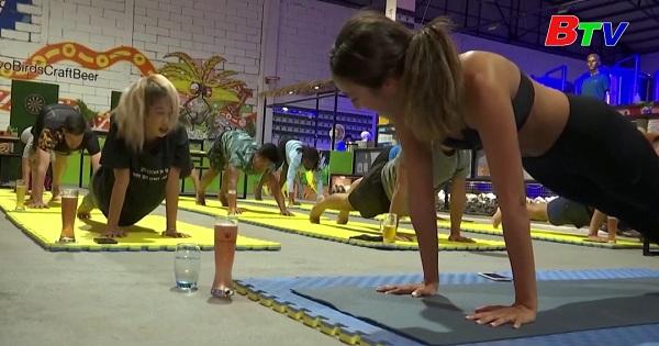 Campuchia độc đáo với lớp tập yoga bia