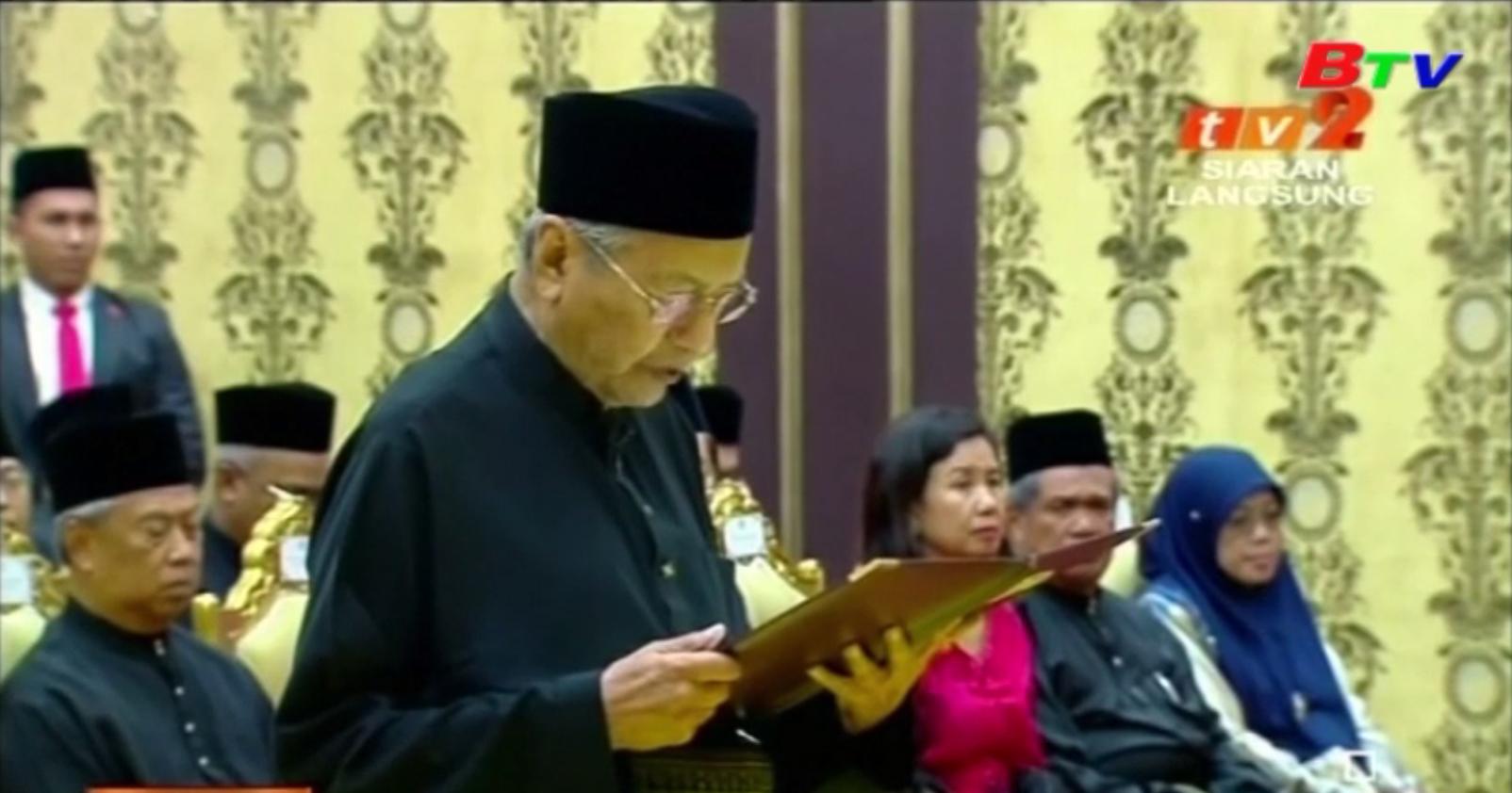 Thủ tướng Malaysia rời khỏi Đảng đoàn kết người Mã Lai bản địa