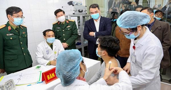 11 nhóm đối tượng được tiêm vaccine COVID-19 đầu tiên tại Việt Nam