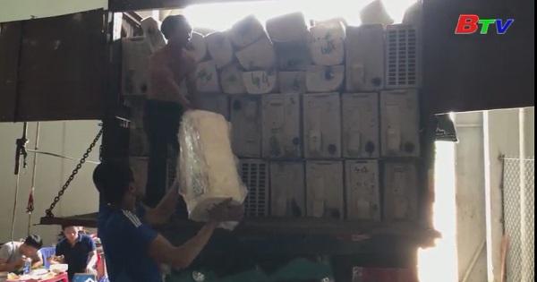 Phát hiện hai xe tải chở hàng cấm nhập khẩu
