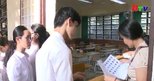 Thí sinh Bình Dương bước vào môn thi đầu tiên kỳ thi trung học quốc gia năm 2019