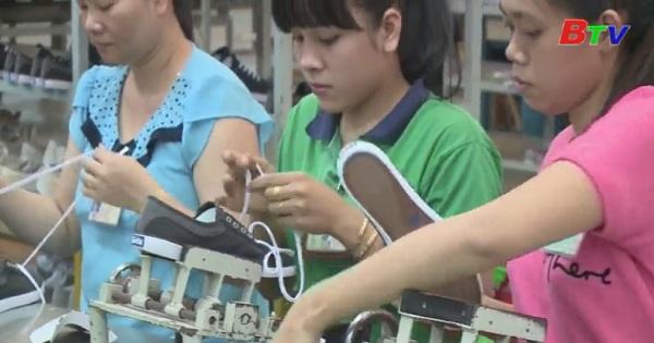 Doanh nghiệp đẩy mạnh sản xuất hàng hóa cuối năm