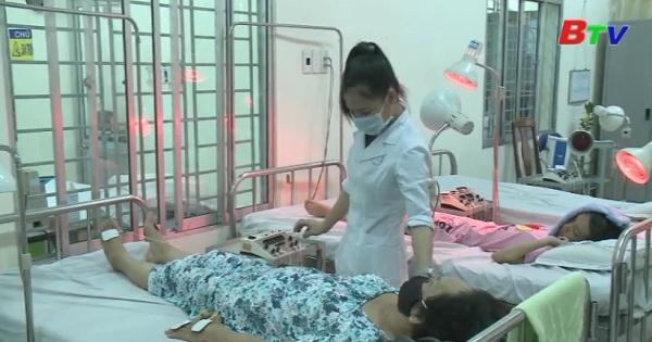 Lãnh đạo UBND tỉnh Bình Dương làm việc tại bệnh viện phục hồi chức năng