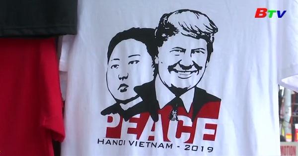 Hà Nội - Áo thun in hình tổng thống Mỹ và nhà lãnh đạo Triều Tiên hút khách