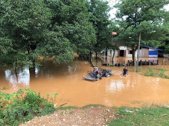 Lực lượng quân đội Việt Nam sang Lào hỗ trợ khắc phục vụ vỡ đập