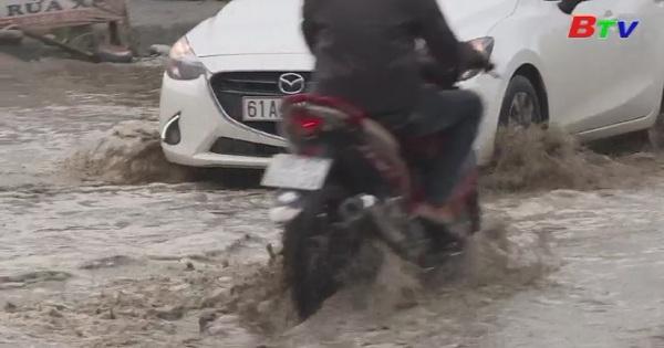Bức xúc vì những con đường ngập nước