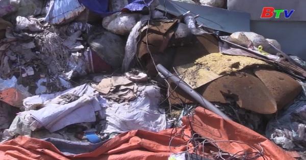 Bắt quả tang hàng chục tấn rác thải công nghiệp đổ sai quy định