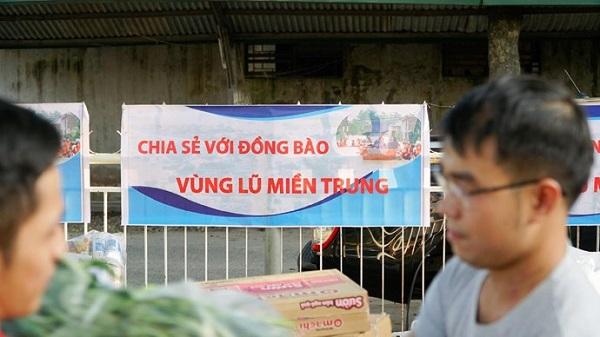 Những gói hàng ân tình gửi tới người dân nơi rốn lũ miền Trung