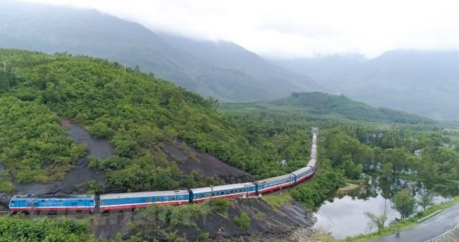 Thông tuyến đường sắt Bắc-Nam sau thời gian bị tê liệt do bão số 9