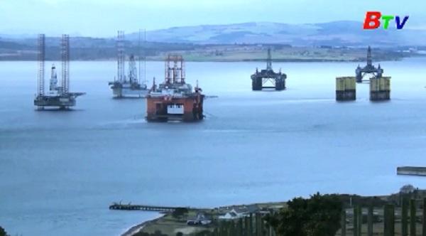 Giá dầu thế giới tiếp tục đi xuống còn 42,53 USD/thùng