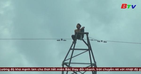 Nam thanh niên leo trụ điện cao thế gây cúp điện nhiều khu vực