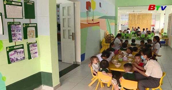 Giúp trẻ thích nghi với môi trường mầm non