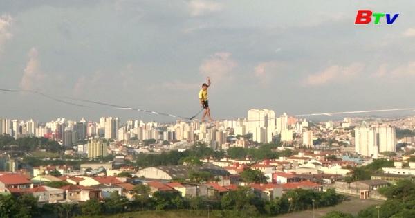 Brazil - Môn giữ thăng bằng trên dây ngày càng phổ biến