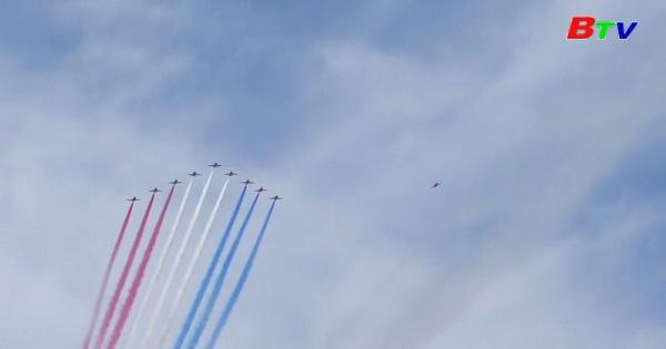 Khán giả thích thú với màn trình diễn máy bay phản lực của Mỹ