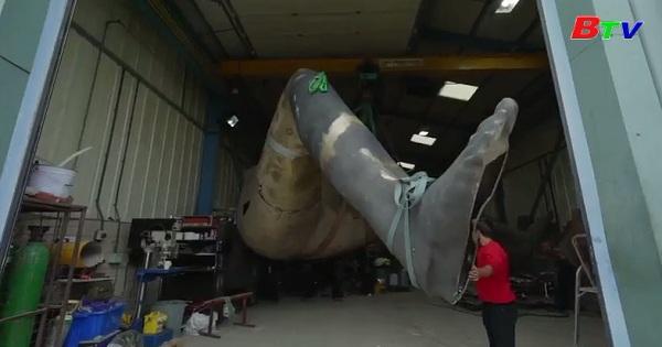 Ra mắt đôi chân của bức tượng bằng đồng lớn nhất nước Anh
