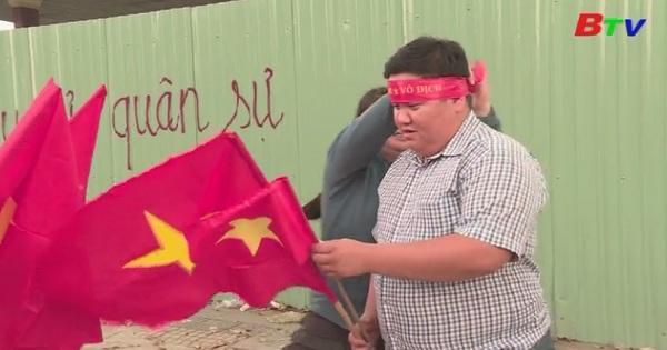 Đắt hàng áo cờ đỏ sao vàng cổ vũ U 23 Việt Nam