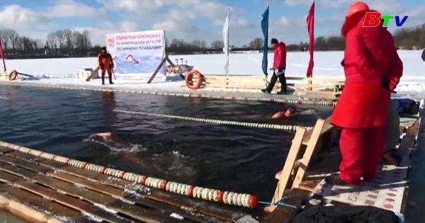 Cuộc thi bơi lội trong làn nước lạnh giá
