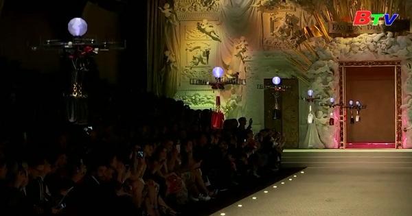 Dolce và Gabbana với chương trình thời trang có sự tham gia của máy bay không người lái