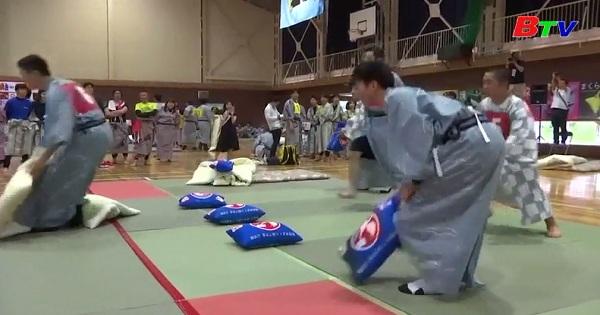 Nhật Bản khởi động Giải vô địch ném gối