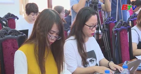 Các hội đồng thi THPT quốc gia trên cả nước bắt đầu chấm thi