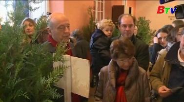Ông Fillon tạm dẫn đầu trong cuộc bầu cử sơ bộ vòng 2