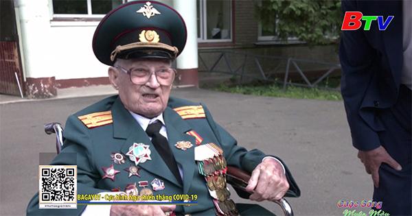 Cựu chiến binh Nga 102 tuổi đánh bại Covid-19