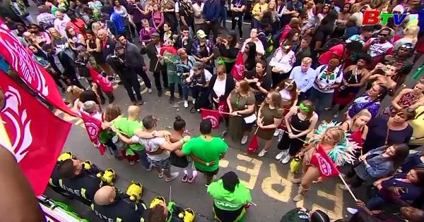 Rộn ràng lễ hội đường phố ở Notting Hill