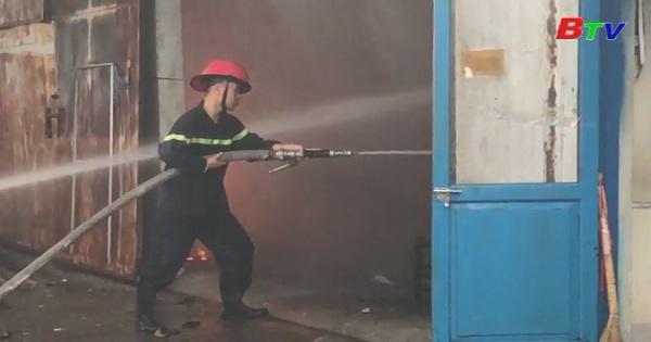 Cháy lớn một xưởng gỗ tại khu phố Đông Tân, Tx.Dĩ An, Bình Dương