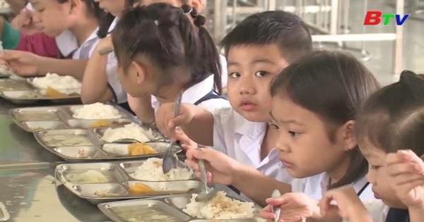 Đảm bảo tốt bữa ăn bán trú cho học sinh tiểu học