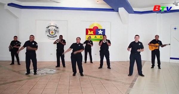 Biểu diễn ca khúc Mariachi kêu gọi phòng ngừa covid-19