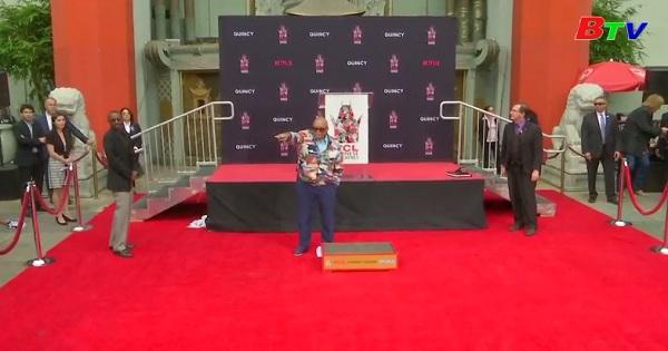 Nhà sản xuất Quincy Jones được lưu dấu chân tay  tại nhà hát Trung Hoa  TLC, Los Angeles